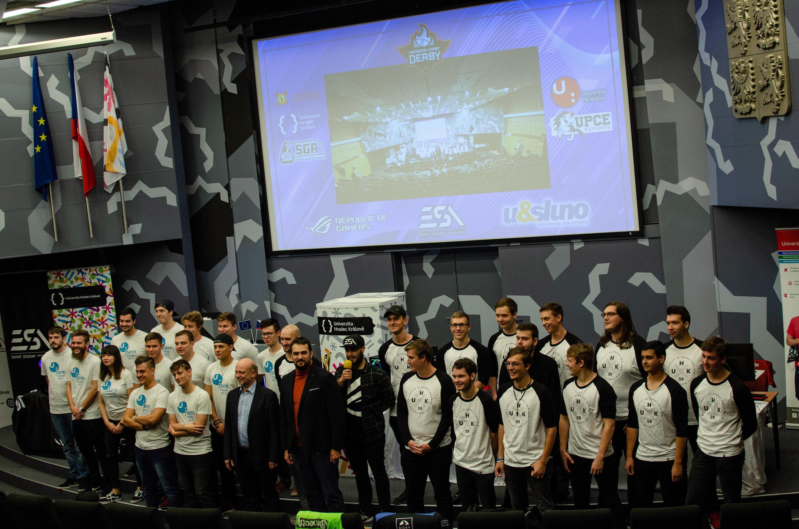 Univerzitní eSport derby s UHK