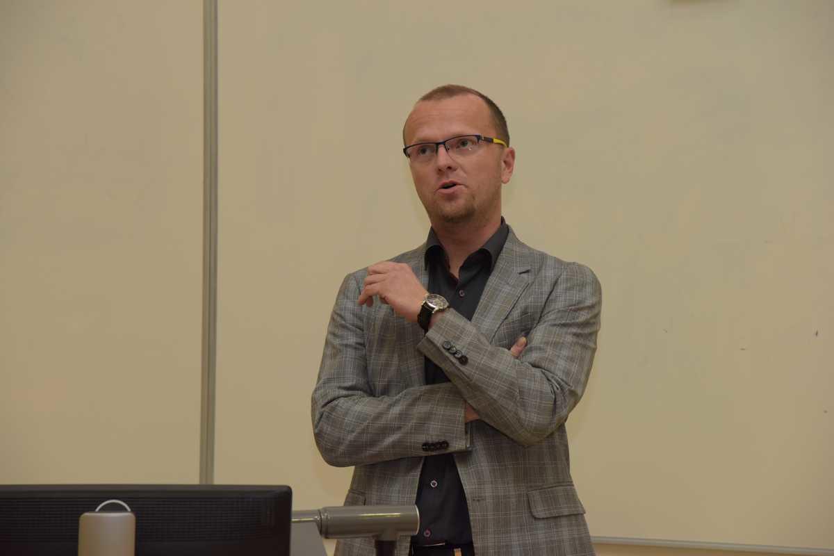 Týden teorie a praxe na FES 7. 11. 2017